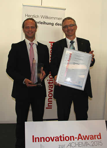 WITec Managing Director Dr. Joachim Koenen (right) and Marketing Director Harald Fischer (left) with the Achema Innovation Award trophies at the Award Ceremony in Frankfurt.